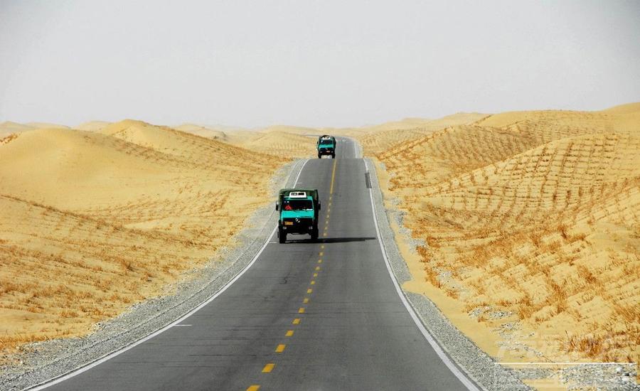 13-塔克拉玛干沙漠公路.jpg