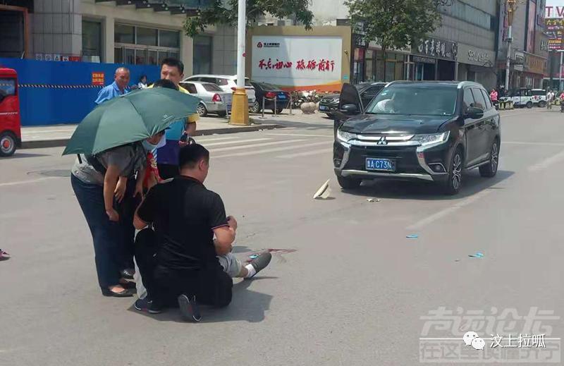 济宁某大街发生车祸,老人受伤,多亏了...-1.jpg