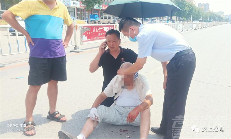 济宁某大街发生车祸,老人受伤,多亏了...-2.jpg
