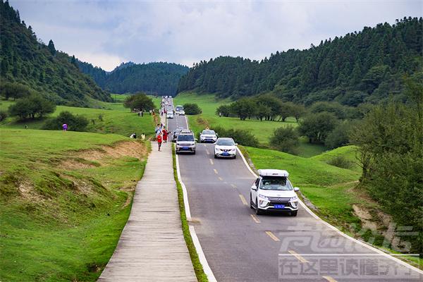 百车自驾仙女山最美公路 沿途风景令人陶醉-1.png